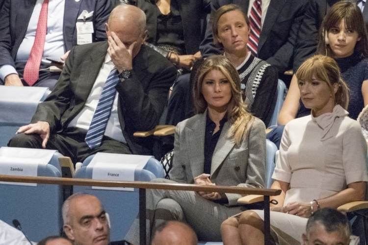 Kelly holding head during UN speech